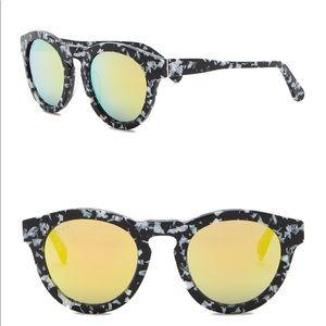 Diff DIME Round Keyhole Sunglasses
